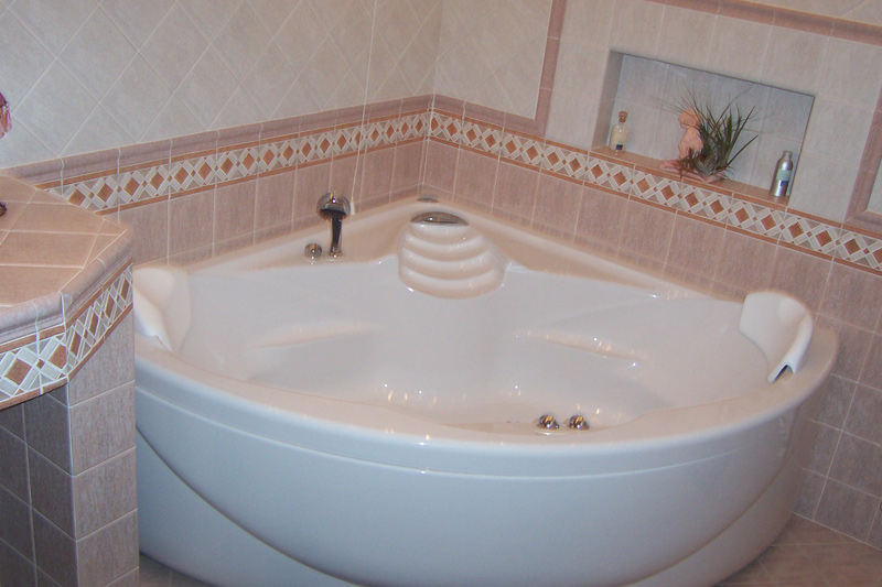 Greche per bagno boiserie in ceramica per bagno - Boiserie in ceramica per bagno ...